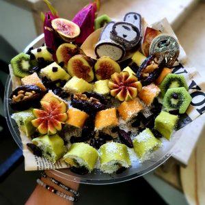 סושי פירות וקינוחים